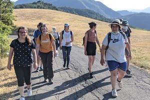 9-camminando-a-monte-sole-scuola-di-pace-b.jpg